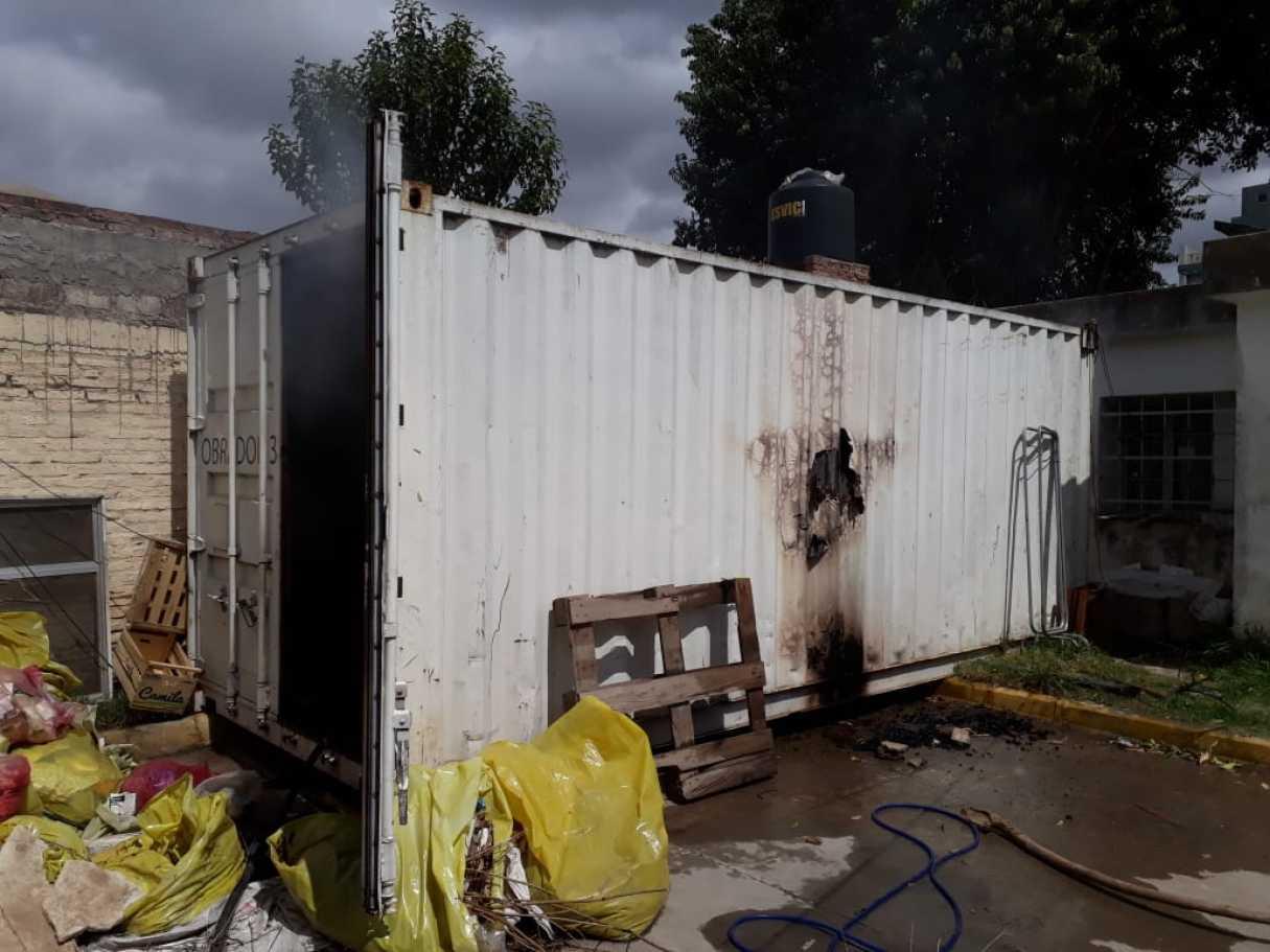 Se incendió un contenedor con archivos en el Hospital Granaderos a Caballo