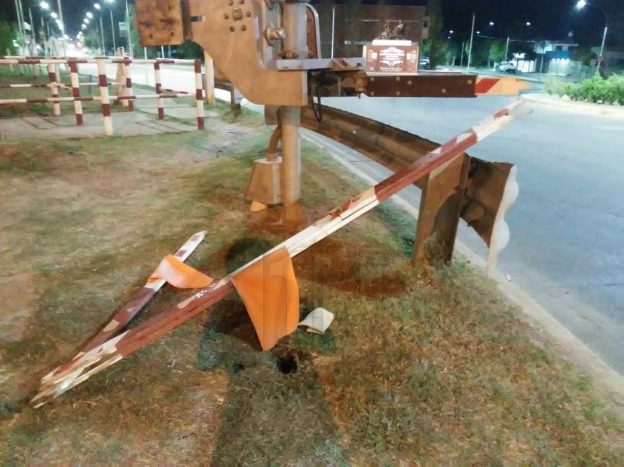San Lorenzo: rompieron la barrera del tren que interrumpió el paso toda la tarde