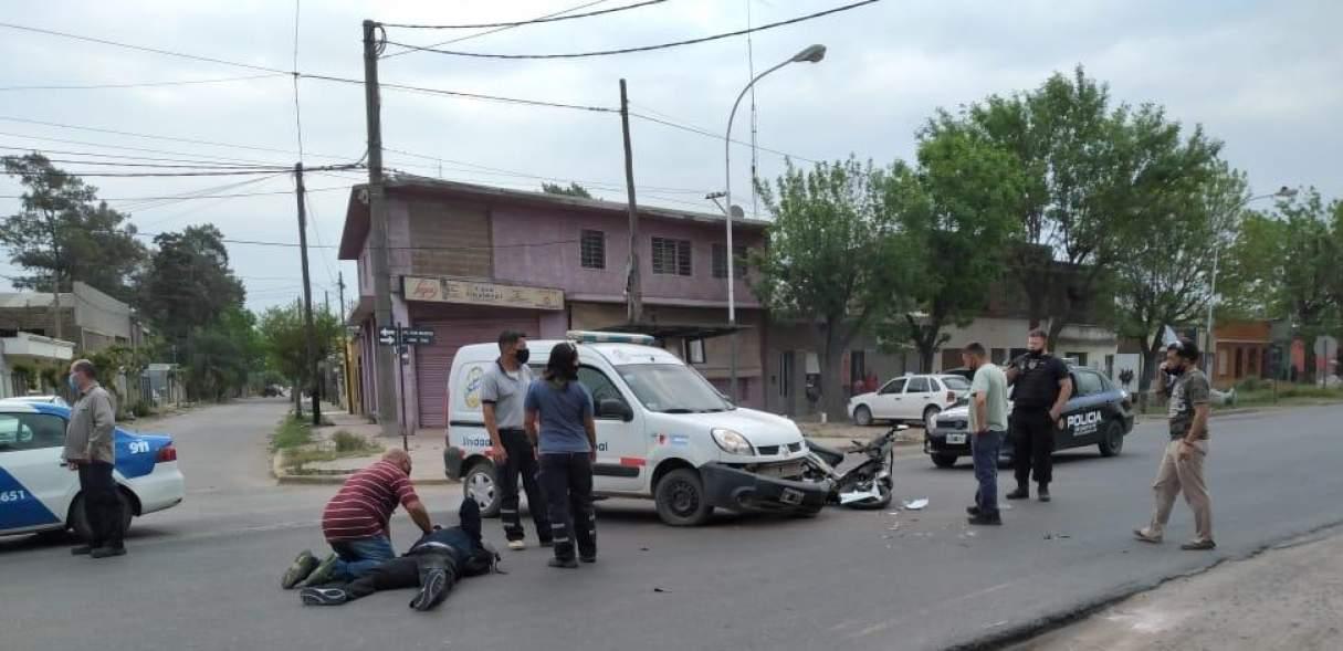 Fray Luis Beltrán: Acccidente entre una moto y una camioneta de tránsito municipal