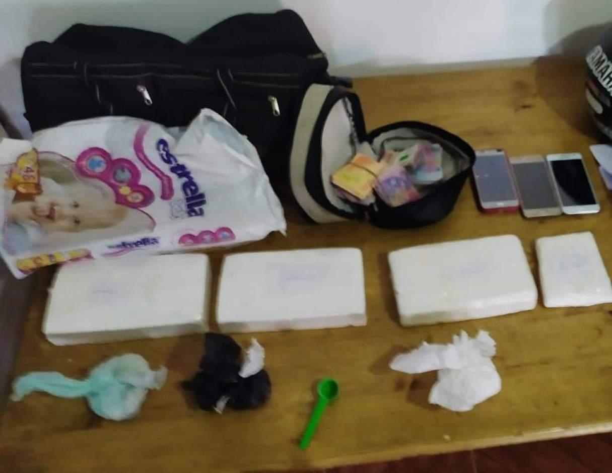 Dos detenidos con drogas, un auto y dinero en efectivo en un allanamiento en Copello