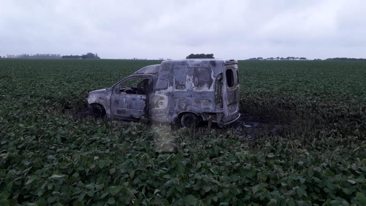 Hallaron a un hombre muerto en una camioneta incendiada