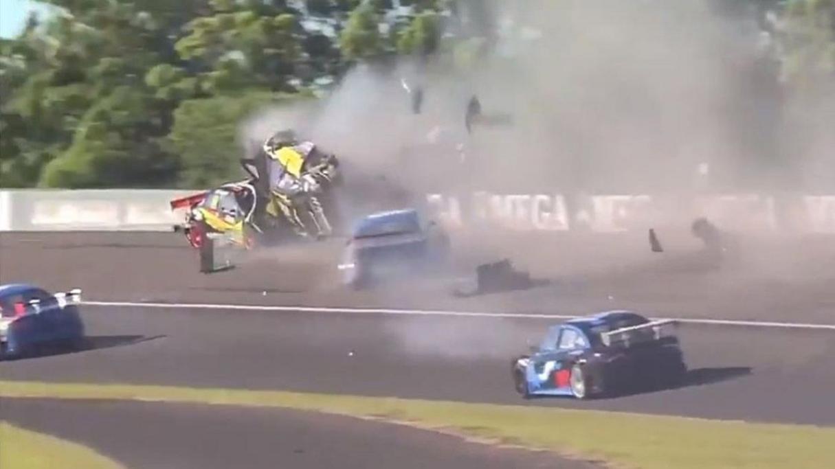 El Dipy provocó un impresionante accidente en el Top Race de Paraná