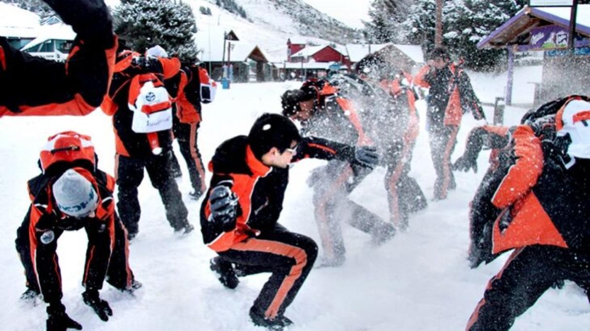 Un viaje de egresados a Bariloche terminó con 66 casos de COVID-19