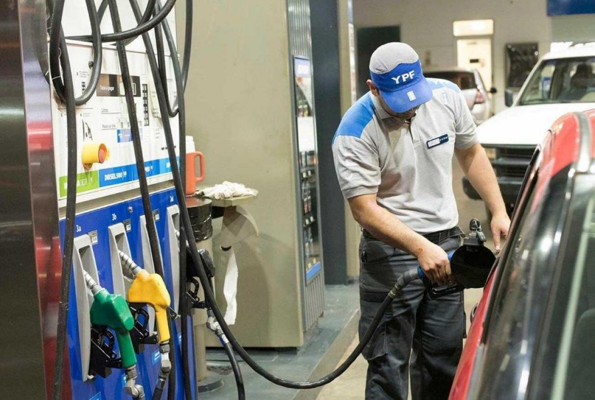 El viernes habrá otro incremento en los impuestos a combustibles