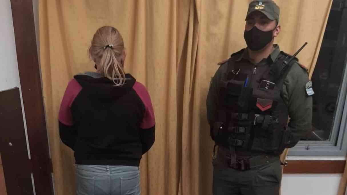 Detuvieron a una mujer con 101 dosis de cocaína en Puerto San Martín