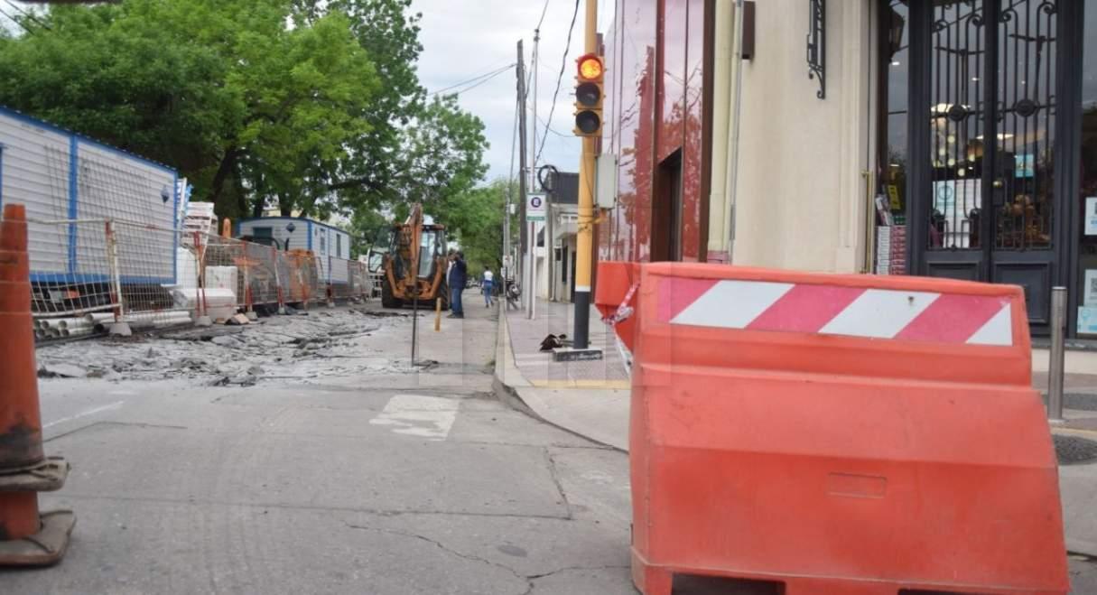 Calle Dr. Ghío cerrada por obras de reparación de pavimento