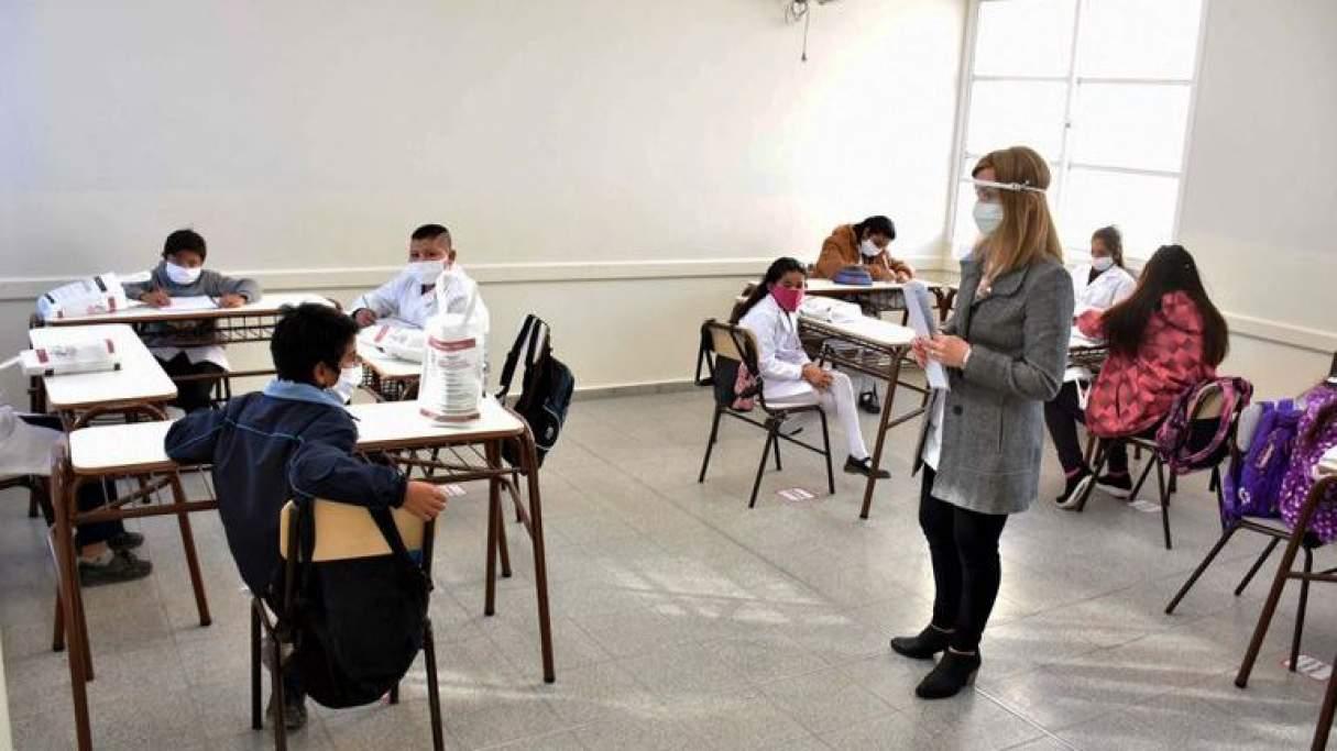 Redes: Lanzan una campaña por el regreso a las aulas en Santa Fe