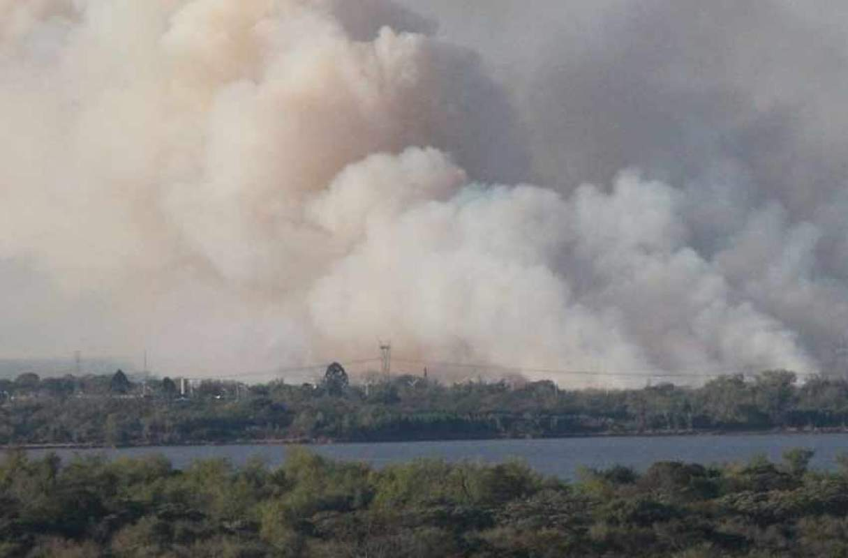 Continúan los trabajos para combatir los incendios den la zona de islas