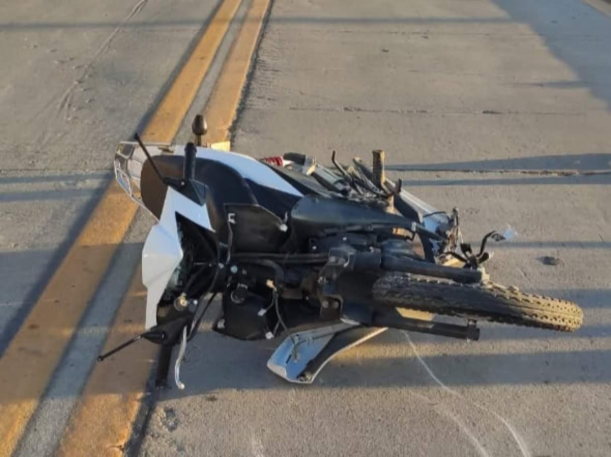 Perdió el control de su moto y cayó en plena Avenida Interurbana