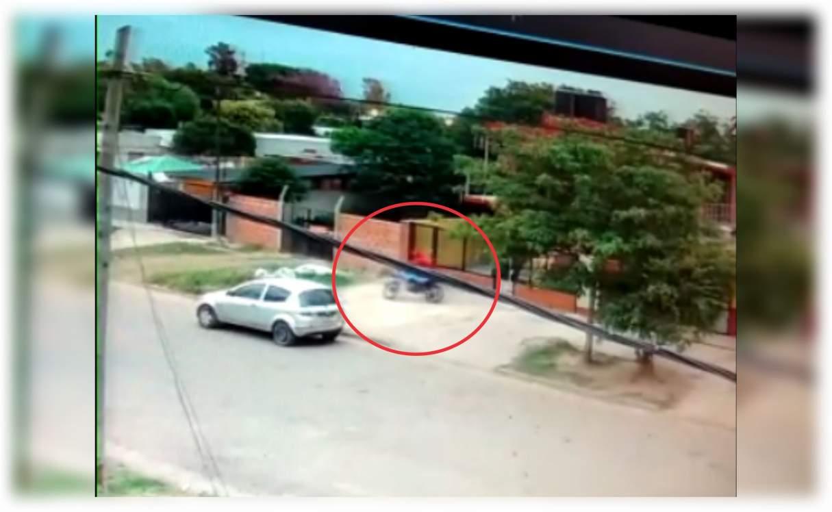 San Lorenzo: Le robaron la moto de la puerta su casa VIDEO