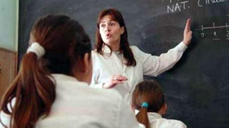 Media sanción al pago de un bono a docentes reemplazantes