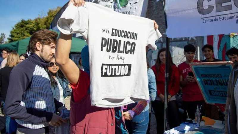 Los docentes de la UNR siguen con el paro portiempo indeterminado