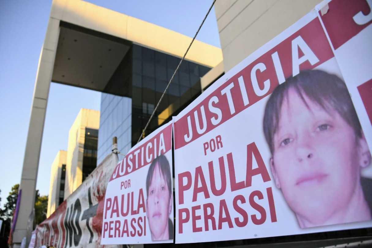 Campaña de firmas para que televisen la audiencia del caso Paula Perassi