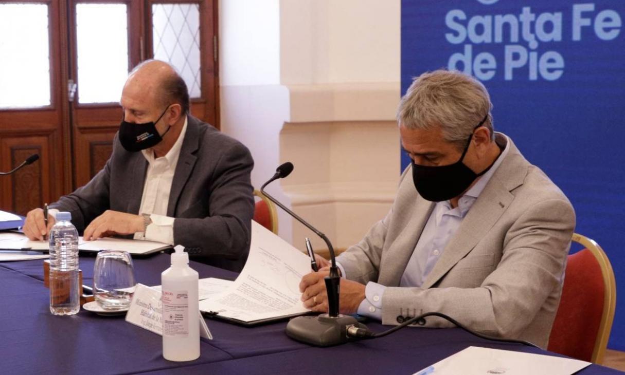 Ferraresi y Perotti firmaron convenios para llevar soluciones habitacionales a la provincia de Santa Fe