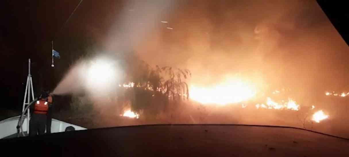 Fuego en el Delta: un guardacostas de Prefectura colaboró en la extinción de un incendio
