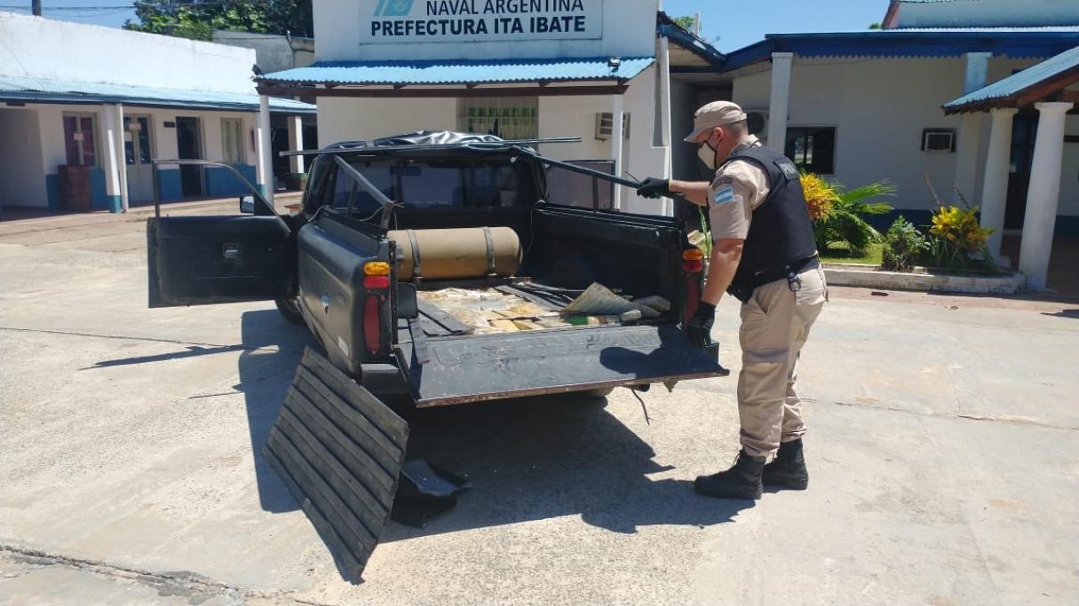 Incautaron más de 174 kilos de marihuana ocultos en el doble fondo de una camioneta