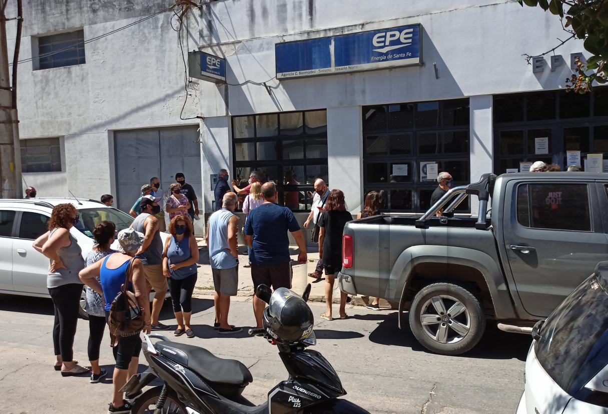 Vecinos de Beltrán se movilizaron hasta la EPE y mañana serán atendidos por directivos
