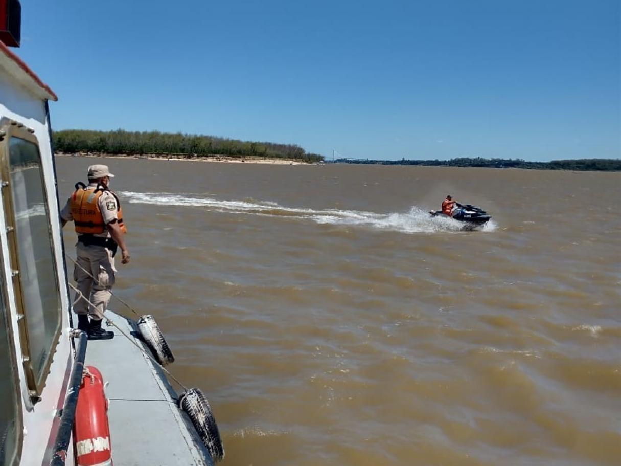 Desapareció una persona que practicaba kitesurf en el río frente a Bermúdez