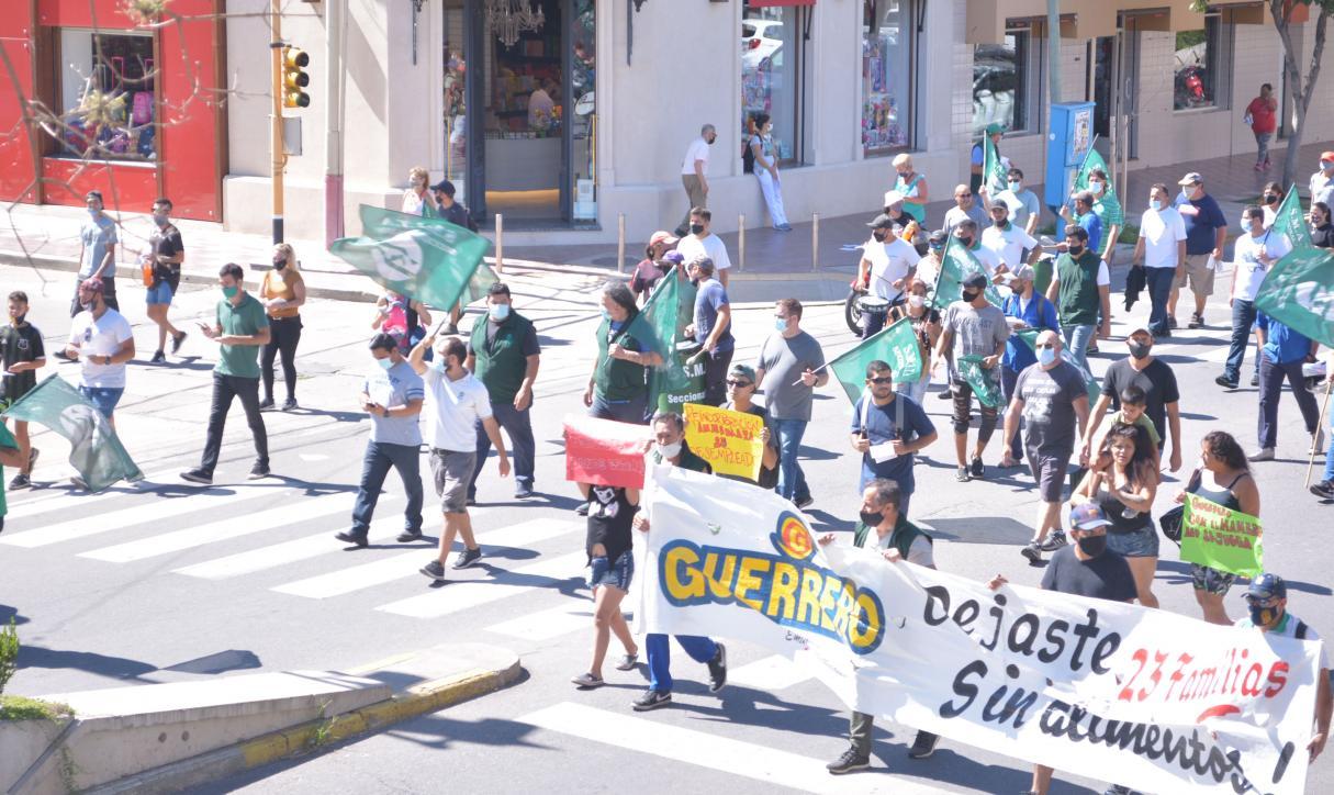 Despedidos de Guerrero Motos se movilizan al Centro de San Lorenzo