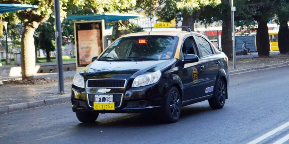 Tabla de las nuevas tarifas en el servicio de taxis y remises en Rosario